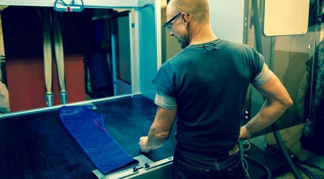 Levi's использует лазеры, чтобы дать джинсам экологическую отделку