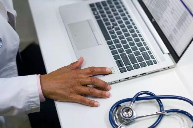 HP выпускает новые устойчивые к гермицидам компьютеры для больниц