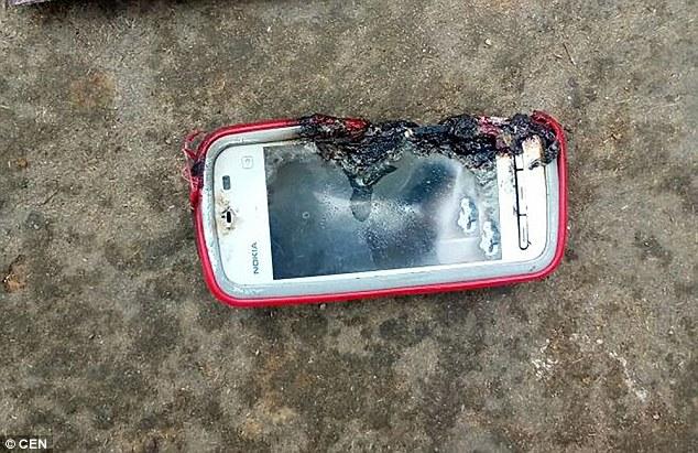 Взорвавшийся смартфон убил девушку из Индии