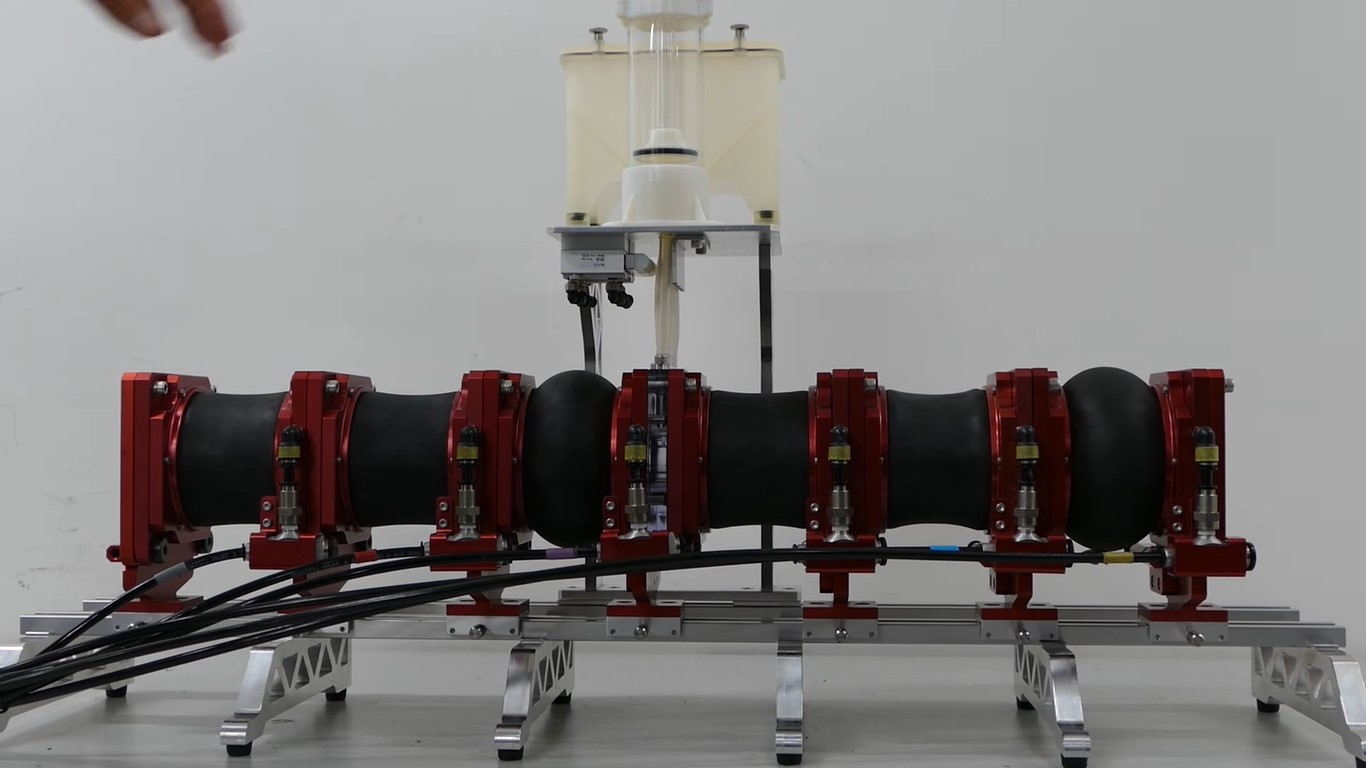 Этот робот имеет цель: безопасно сделать ракетное топливо