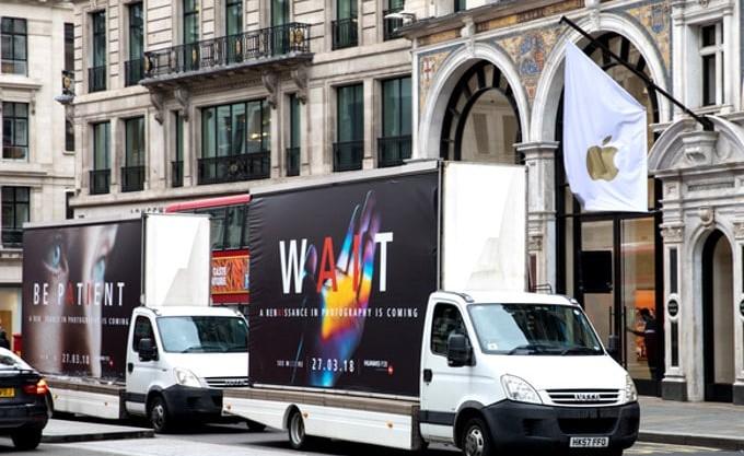 Huawei вандалит перед магазинами Apple и Samsung