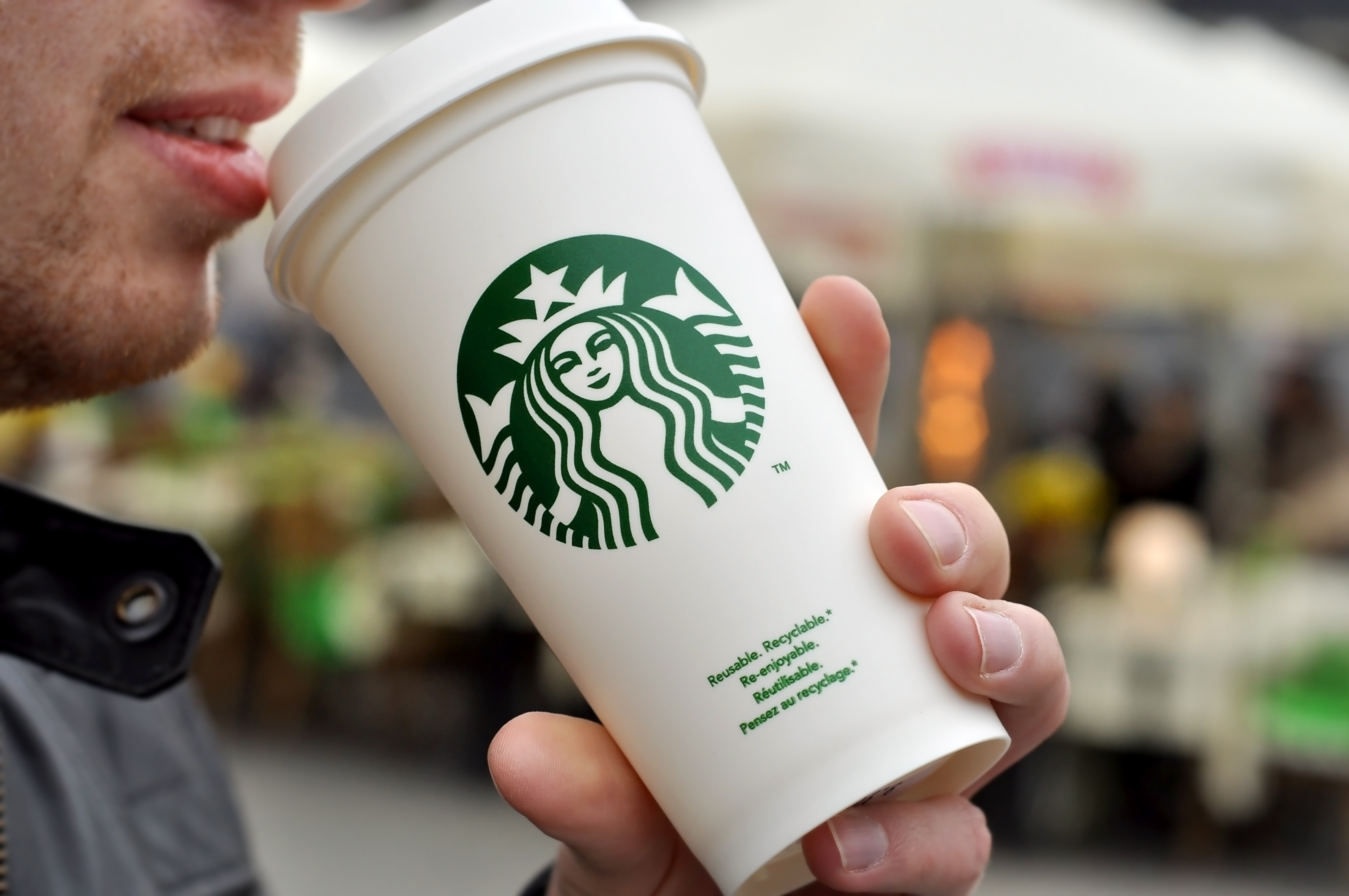 Смогут ли спасти природу новые стаканчики от Starbucks за $10 млн?