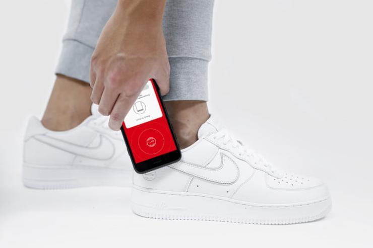 Новые кроссовки Nike с NFC: технологии добрались даже до обуви