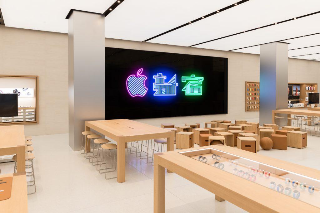Новый Apple Store в Токио, в легендарном районе Синдзюку