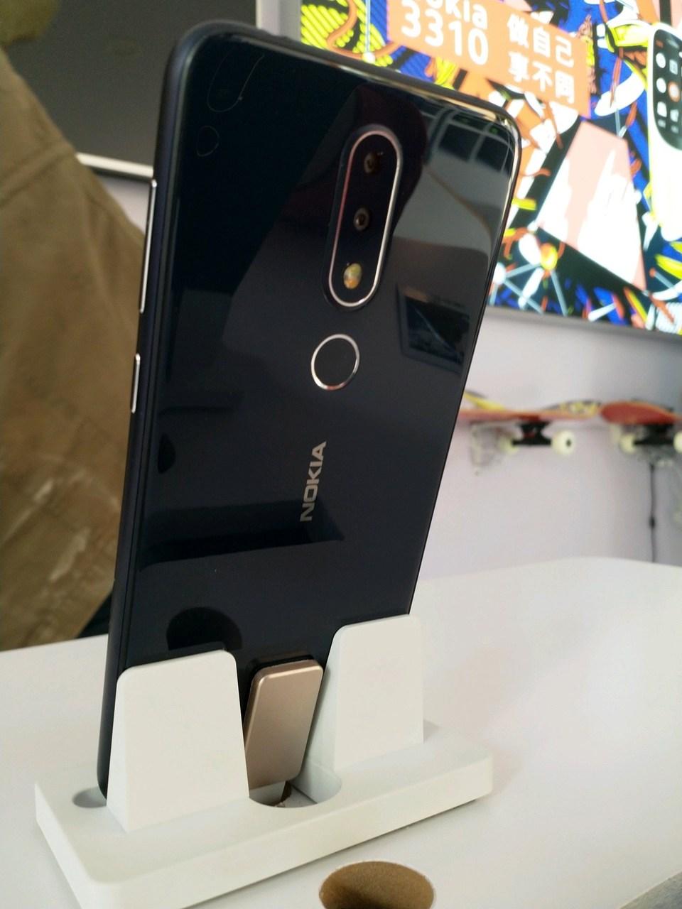 Привет, монобровь! Nokia X6 в стиле iPhone X