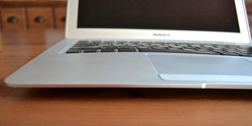 Apple поменяет батареи в старых MacBook Pro 13