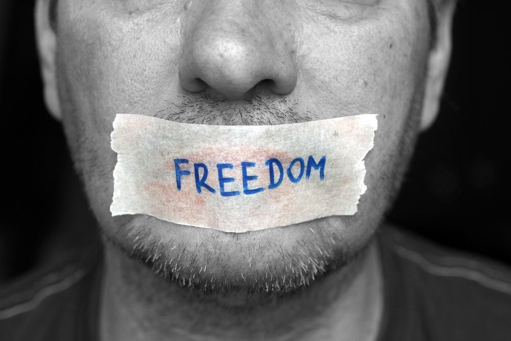 Путин разрешил блокировать сайты, где порочат честь и достоинство