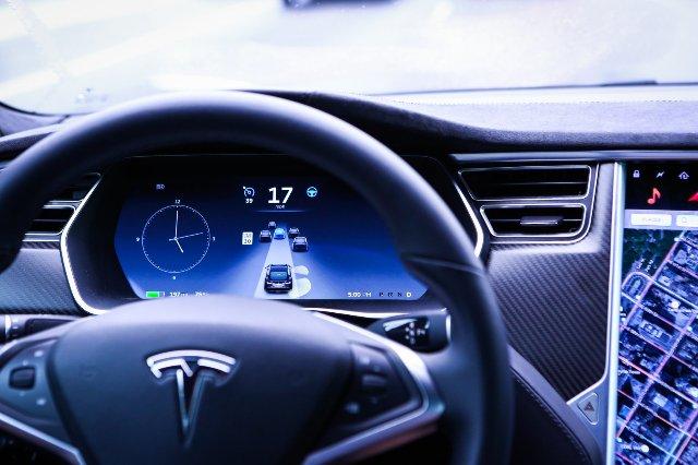 Сообщается, что Tesla отвергла дополнительные гарантии Autopilot из-за стоимости и неэффективности