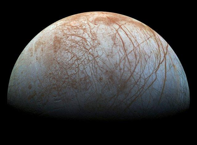 Десятилетние данные помогают подтвердить, что спутник Европа испускает воду в космос