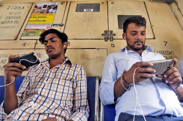 Facebook тестирует в Индии сохранение фотографий и видео в облаке