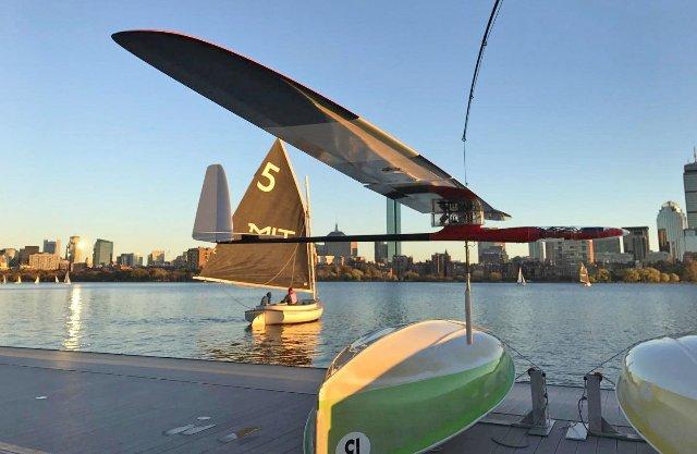 Новый автономный дрон MIT - это в равной части имитация альбатроса и парусника