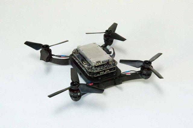 Виртуальный полигон помогает автономным дронам летать быстрее