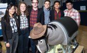 Студенты делают иппотерапию более доступной с роботизированной лошадью