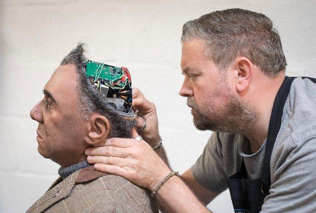 Реалистичный робот «Mesmer» оживает на заводе в Великобритании