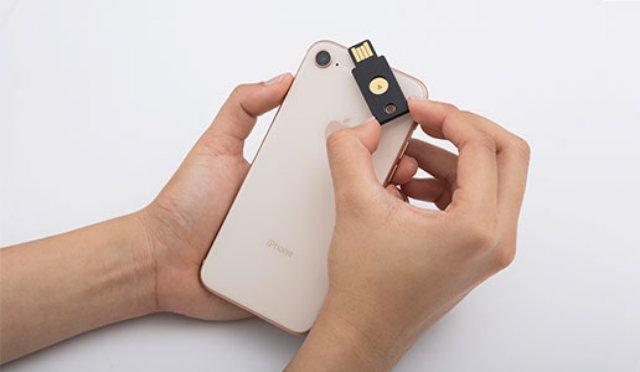 Теперь владельцы iPhone могут использовать Yubikey NFC для разблокировки приложений
