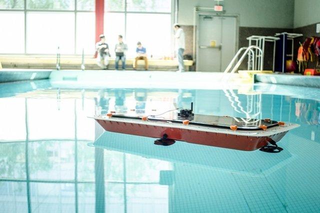 Исследователи разрабатывают самоходные лодки, которые могут превращаться в мосты