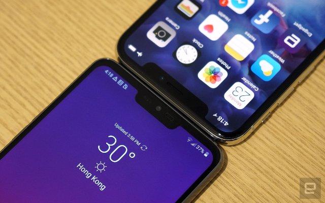 Выемка на смартфоне - это символ статуса