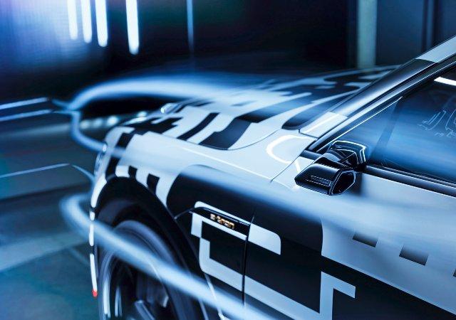 Опциональные боковые камеры Audi e-tron помогут увеличить дальность