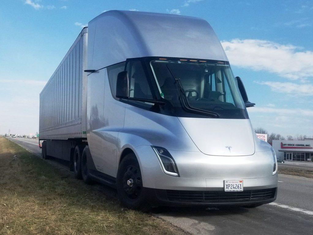 Производитель пива Budweiser предзаказал до 800 грузовиков у конкурента Tesla