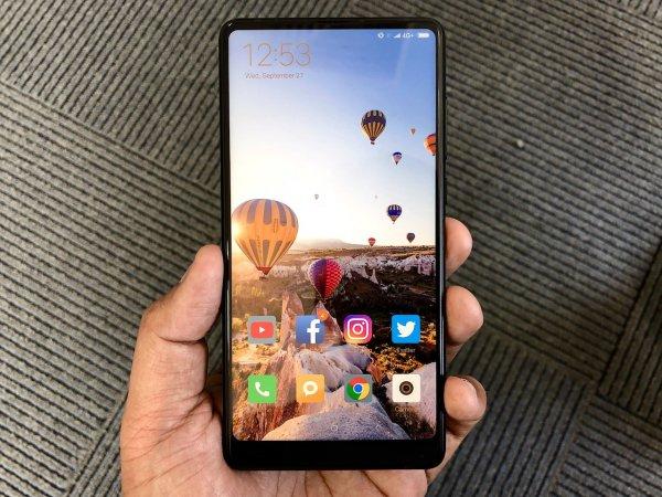 Xiaomi объявила о начале продаж в России флагманского безрамочника Mi Mix 2S