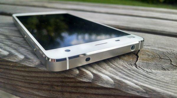 В Сети появилось «живое» видео флагманского Xiaomi Mi 8