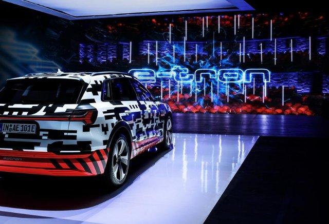 Audi e-tron получил виртуальные зеркала заднего вида
