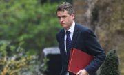 Siri перебила доклад министра обороны Великобритании, чтобы рассказать ему о Сирии