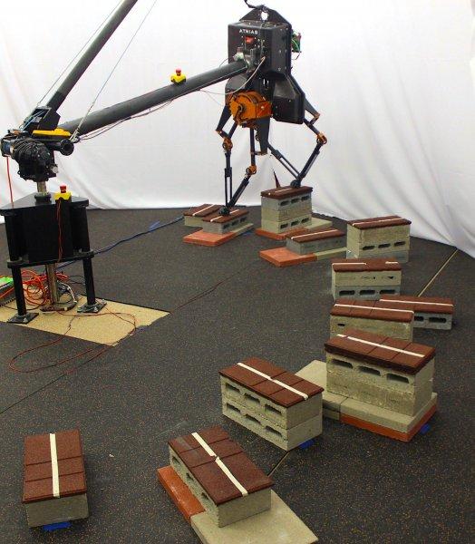 Инженеры создали первого робота, способного подниматься по ступенькам