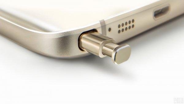 LG создала «умную» ручку с экраном, сворачивающимся в трубочку