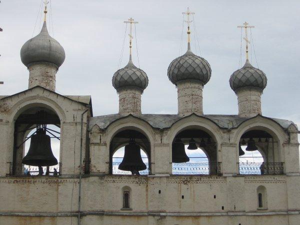 В российских храмах звонарей меняют на роботов