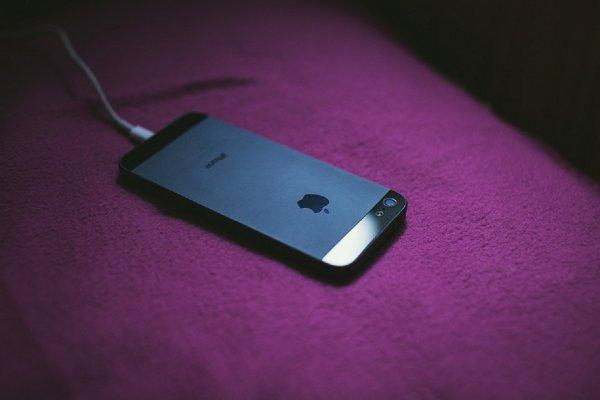 Apple запретила заряжать iPhone c iOS 12 от компьютера