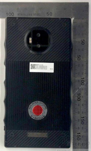 Смартфон Red Hydrogen One с голографическим экраном прошел сертификацию FCC