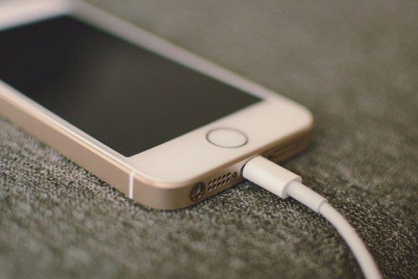 Apple прогнётся или прогнёт? Европейским чиновникам не нравится политика компании