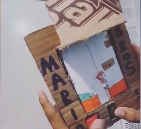 Бедный мальчик воссоздал игровую консоль из подручных материалов