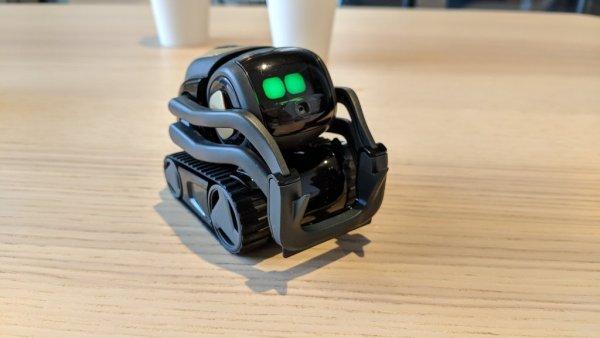 Пользы - мало, радости - хоть отбавляй: Американцы создали уменьшенную копию знаменитого WALL-E