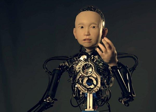 В Японии создали робота-мальчика, умеющего выражать эмоции и шутить