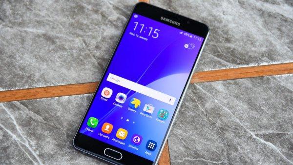 Samsung анонсировала смартфон с тройной камерой