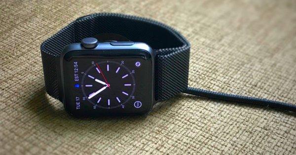 В первых образцах Apple Watch Series 4 обнаружен серьёзный дефект