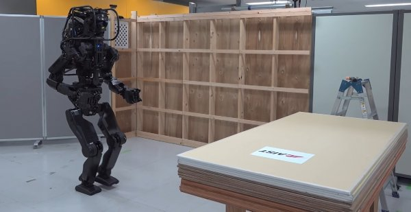 В Японии создали робота-гуманоида для строительства