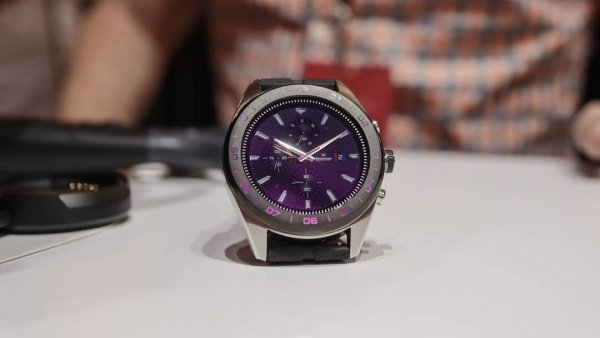 LG представила «умные» гибридные часы Watch W7