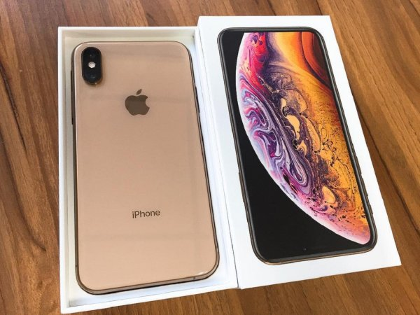 Обладатели новых iPhone XS критикуют работу смартфонов