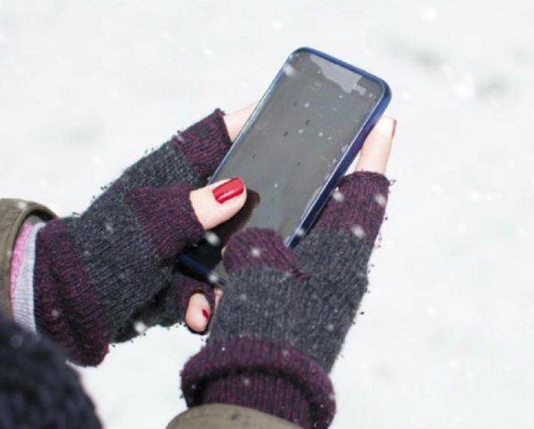 Эксперты рассказали, как бороться с быстрой разрядкой смартфона на морозе