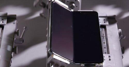 Свернулся и не развернулся: Неубедительный «тест на выносливость» Samsung Galaxy Fold отпугнет покупателей