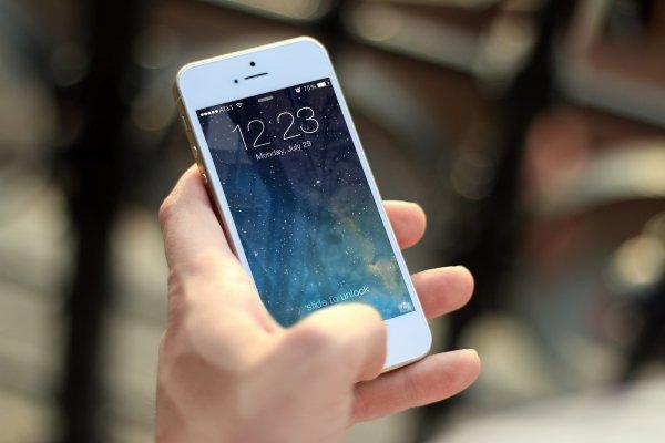 Высыхает мозг, и болят руки: Постоянное использование iPhone вызывает болезнь 21-го века