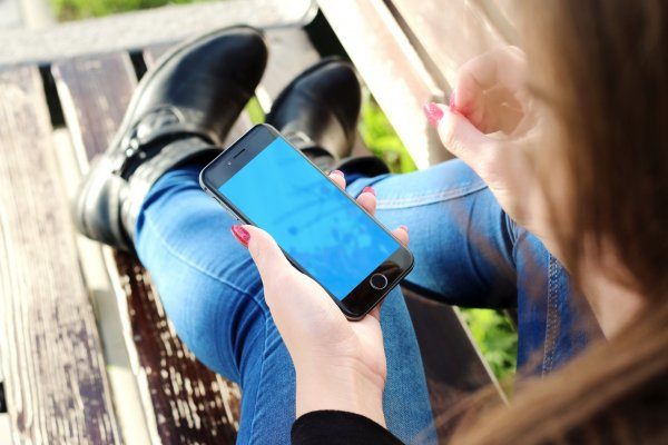 Эксперт Mail.ru: Если смартфон перегрелся, его нельзя резко охлаждать