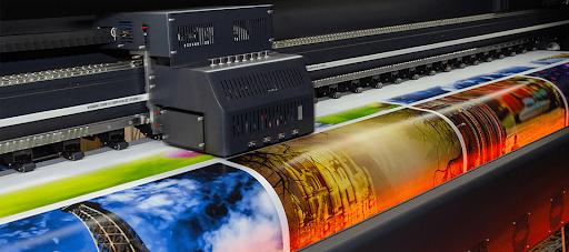 Широкоформатная печать на разных материалах быстро и качественно