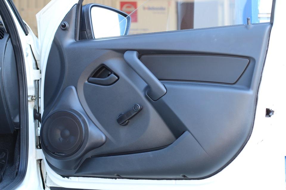 Установить подиумы лучше в передние или задние двери