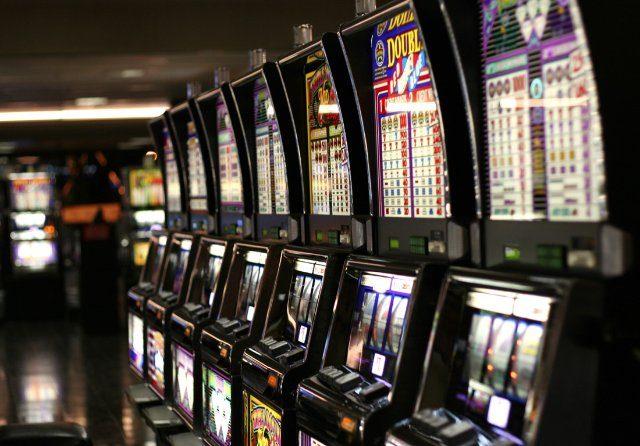 Играть в популярные азартные игровые слоты в интернет казино Слотс Док
